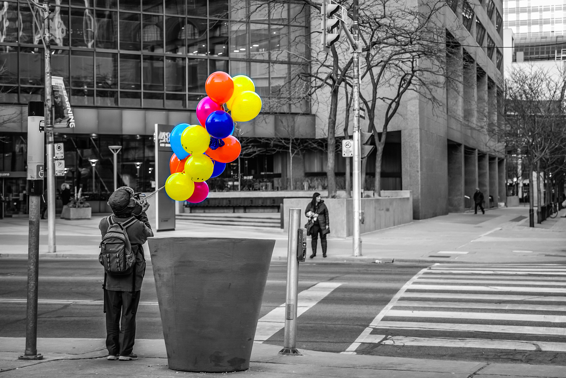 DDI_0990 balloons bw colour website